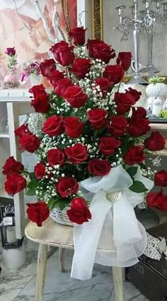 Things to Know about Deals on Valentine's Day Flowers Online Beautiful Rose Flowers, Flowers Gif, Beautiful Flowers Wallpapers, Happy Flowers, Pretty Flowers, Red Rose Arrangements, Beautiful Flower Arrangements, Beautiful Love Pictures, Happy Birthday Flower