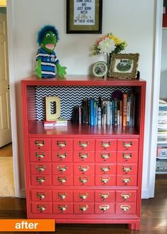 Best Decor Hacks : Turn a bookcase into a faux card catalog Types Of Furniture, Old Furniture, Refurbished Furniture, Repurposed Furniture, Furniture Projects, Furniture Making, Furniture Makeover, Wood Projects, Furniture Market