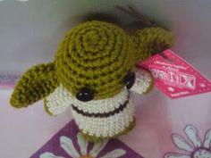Yoda Amigurumi - Patrón Gratis en Español aquí: http://amigurumimx.blogspot.com.es/2014/01/patron-gratuito-yoda.html?utm_source=feedburner&utm_medium=email&utm_campaign=Feed:+AmigurumiMx+(Amigurumi+MX)&m=1