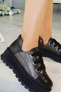 Platform Sneakers For Everyday has never been so Amazing! Since the beginning of the year many girls were looking for our Beautiful guide and it is finally got released. Now It Is Time To Take Action! See how... #shoes #womenshoes #footwear #shoestrends Dressy Shoes, Cute Shoes, Casual Shoes, High Heel Boots, Shoe Boots, Cool High Heels, Simple Shoes, Business Shoes, Everyday Shoes