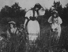 spitzentrauermusik: Russian women, 1900.