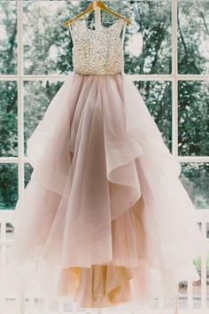 Elegant Scoop Sleeveless Champagne Tulle A-line Prom Party Dress with Sweep Train