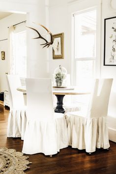 Spring and Easter decorating call for some home tour fun! See what diy, farmhouse inspiration you can find in this Spring Dining Room Tour. Home Decor Inspiration, Room Design, Dining Room Small, Farmhouse Dining Room, Dining Room Design, Cottage Decor, Spring Farmhouse Decorating, Diy Farmhouse Decor, Modern Farmhouse Decor