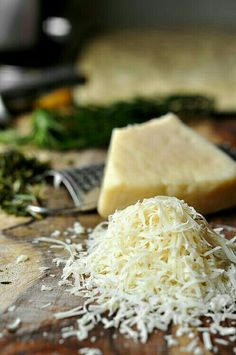 Food is only one of our secrets. Go local - Sartoria is in Italia. Nova Dieta Dukan, Fromage Cheese, Grated Cheese, Pecorino Cheese, Great Recipes, Favorite Recipes, Food Porn, Good Food, Yummy Food