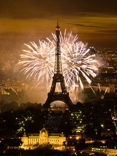 Fireworks at the Eiffel Tower in Paris on July 2011 Paris Torre Eiffel, Paris Eiffel Tower, Eiffel Towers, Dream Vacations, Vacation Spots, Cool Places To Visit, Places To Travel, Beautiful World, Beautiful Places