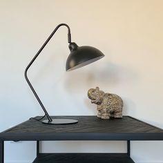 """Thuis bij jou op Instagram: """"Deze lamp, mooi en stoer! Past eigenlijk overal in huis, in de woonkamer, tienerkamer, werkkamer of toch de slaapkamer 🥰 #thuisbijjou…"""" Desk Lamp, Table Lamp, Lighting, Instagram, Home Decor, Table Lamps, Decoration Home, Room Decor, Lights"""