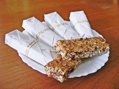 Batoniki owsiane jest to przepis stworzony przez użytkownika Sol Angelika. Ten przepis na Thermomix<sup>®</sup> znajdziesz w kategorii Słodkie wypieki na www.przepisownia.pl, społeczności Thermomix<sup>®</sup>. Krispie Treats, Rice Krispies, Desserts, Food, Thermomix, Tailgate Desserts, Deserts, Essen, Postres