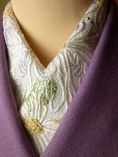 Japanese Embroidery Kimono quality collar for an under kimono - Local Embroidery, Japanese Embroidery, Embroidery Designs, Sashiko Embroidery, Japanese Textiles, Japanese Fabric, Japanese Kimono, Japanese Outfits, Japanese Fashion