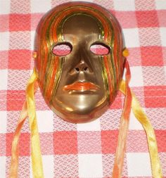VINTAGE SOLID BRASS METAL COLOURED Wall HANGING FACE MASK collectable