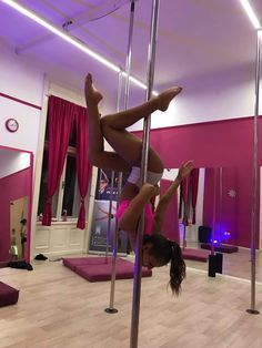 Pole Dance Moves, Pole Dancing Fitness, Dance Tips, Pole Fitness, Barre Fitness, Fitness Exercises, Boot Camp Workout, Barre Workout, Pole Dance Studio