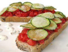 Bruschette al pomodoro e chips di zucchine - Tutte le ricette dalla A alla Z - Cucina Naturale - Ricette, Menu, Diete