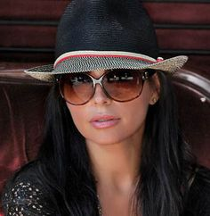 sun hat & glasses