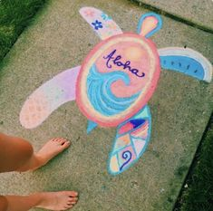 Check out these 15 Creative Chalk Ideas for Kids for you and your child to get creative outdoors. Check out these sidewalk chalk art ideas! Chalk Design, Sidewalk Chalk Art, Sidewalk Chalk Pictures, Photocollage, Art Inspo, Art Drawings, Easy Chalk Drawings, Art Sketches, Cool Art