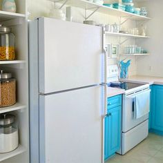 Boring traditional kitchen goes chic do it yourself - We take you step-by-step through how the amazing transformation was achieved, and I have taken the liberty to add or amend details to make it more relevant for South African readers. - See more at: http://www.home-dzine.co.za/kitchen/kitchen-chic.htm#sthash.nDI7w0Cl.dpuf
