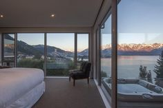 Floor to ceiling windows throughout the living room and master bedroom provide jaw-droppingviews. via @AOL_Lifestyle Read more: https://www.aol.com/article/lifestyle/2017/09/21/10-iconic-rental-views-you-have-to-see-to-believe/23218340/?a_dgi=aolshare_pinterest#fullscreen