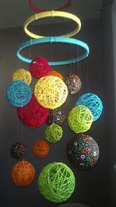 Hilado multicolor y bolas de tela bebé móvil por inthe2doghouse