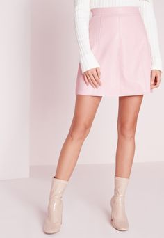 Look sexy and dreamy in this faux leather mini skirt. Faux leather is one of the hottest trends at the minute, so play up your feminine side and look on point. Here at Missguided, we think faux leather is the perfect fabric to transition fr...