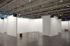 """""""Kiosque (Art Toronto 2012) / Booth (Art Toronto 2012)"""" par Mathieu Grenier. Photographie. 81cm X 56cm."""