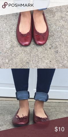 Red Ballet Flats Red baler flats, size 8! A great compliment to any outfit! Shoes Flats & Loafers