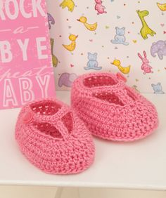 These cute booties are perfect for the princess baby. Crocheted with a T-strap and a cute button, her ensemble will be complete.