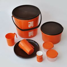 vintage picnicware set made by DÉCOR 1970s