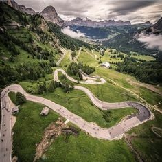 What goes up Passo Gardena must come down Passo Gardena. The Dolomites were made for cycling. @maratonadolomites