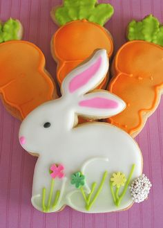 Cute bunny cookie. Really like the idea of putting grass and flowers on the bottom. Repinned By:#TheCookieCutterCompany #easter #bunny #cookies