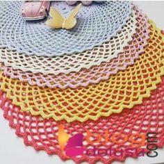 stitchland: ensaios Supli e ce Lace Doilies, Crochet Doilies, Crochet Lace, Crochet Mandela, Doily Dream Catchers, Woolen Craft, Lace Decor, Crochet Round, Color Tattoo