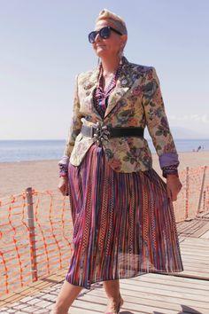 Floral Brocade Jacket & 70s Dress | MIS PAPELICOS
