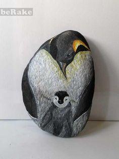 Vendo Piedras pintadas a mano: pinguino emperador. el tamaño de estas piedras es de 30 cm largo x 20 cm ancho x 20 cm de fondo. se pueden ha...