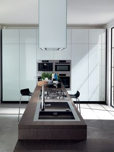 It's all about the island. Fitted kitchen LIBERAMENTE by Scavolini