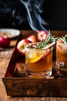 Smoky Harvest Apple Cider Margaritas: Slightly sweet, with a hint of smokiness and a touch of cinnamon, the perfect seasonal cocktail! Fall Cocktails, Christmas Cocktails, Holiday Drinks, Cocktail Drinks, Cocktail Recipes, Thanksgiving Cocktails, Margarita Cocktail, Fall Drinks, Apple Harvest