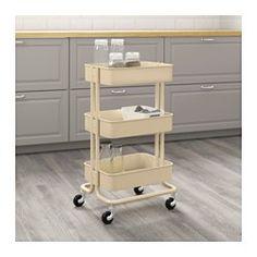 tag res ikea kallax en blanc casiers assortis canap chaise en jaune et tapis multicolore. Black Bedroom Furniture Sets. Home Design Ideas
