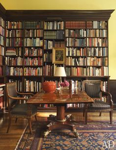 New York City decorator Thomas Jayne restored a house in Philadelphia to its former glory. In the library, where French Empire chairs flank an English Regency table, the bookshelf also serves as a backdrop for art. Home Library Bookshelf Design Photos Architectural Digest, Library Room, Dream Library, Library Center, Library Table, Cozy Library, Bookshelf Design, Bookshelves, Design Desk