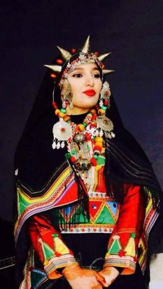 Berber woman from Souss, Morocco World Religions, World Cultures, Traditional Fashion, Traditional Dresses, West Africa, North Africa, Folk Costume, Costumes, Caftan Gallery