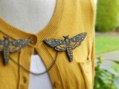 Death's Head Moth Sweater Guard Brooch от AbbiesAnchor на Etsy