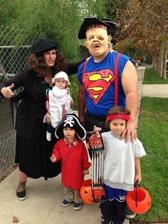 59 Family Halloween Costumes That Are Clever, Cool And Extra Cute #coolhalloweencostumes