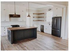 White Farmhouse Kitchens, Farmhouse Kitchen Cabinets, Black Kitchens, Home Kitchens, Kitchen Cabinets Black And White, Black Kitchen Island, Kitchen White, Kitchen Modern, Black Appliance Kitchen