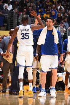 Kevin Durant and Zaza Pachulia of the Golden State Warriors high five against the Los Angeles Lakers on November 29 2017 at STAPLES Center in Los...