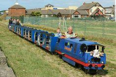 The train Blackpool Pleasure Beach, St Anne, Saints, Tower, Train, Rook, Computer Case, Strollers, Building