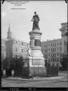 Estatua de María Cristina de Borbon