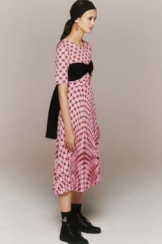 Vogue Fashion, 80s Fashion, Fashion 2020, Runway Fashion, Fashion News, Fashion Brands, Womens Fashion, Fashion Designers, Vogue Paris