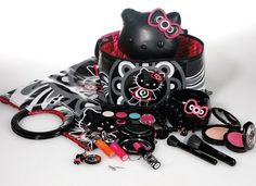 Temptalia has pictures of some of the products from next year's collaboration between MAC Cosmetics and Japan's favorite cute cat-girl, Hello Kitty. Mac Makeup Kits, Best Mac Makeup, Love Makeup, Eyeshadow Makeup, Fun Makeup, Makeup Ideas, Sweet Makeup, Eyeshadows, Eyeliner