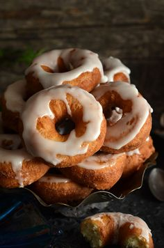 oponki serowe Doughnut, Cooking Recipes, Sweets, Baking, Food, Polish, Cakes, Essen, Vitreous Enamel