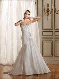 Taffeta Softly Curved Strapless Spills Around The Bodice A-line Wedding Dress