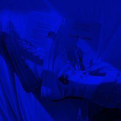 Blue Aesthetic Grunge, Aesthetic Grunge Tumblr, Light Blue Aesthetic, Aesthetic Colors, Aesthetic Collage, Aesthetic Photo, Aesthetic Pictures, Blue Feeds, Dark Blue Walls