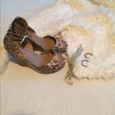 Elaine turner snake skin wedge shoes Elaine turner snake skin shoes. They are very soft and even come with a matching belt thing to keep it together. Nwot. Shoes Wedges