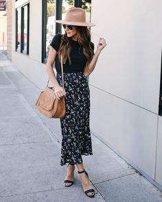 Aaron Floral Midi Skirt Source by smplyphmtstc midi skirt outfit Floral Skirt Outfits, Midi Skirt Outfit, Skirt Outfits Modest, Midi Skirts, Floral Dresses, Spring Summer Fashion, Spring Outfits, Second Hand Fashion, Mode Outfits