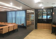 Project Metier-Variflex® with safety mirror glass and white oak veneer slats