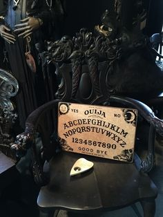 Old Ouija Board with Planchette No Box $59 Victorian Life, Victorian Gothic, Art Nouveau, Aesthetic Beauty, Gothic Home Decor, Gothic House, Ouija, Antique Decor, Occult